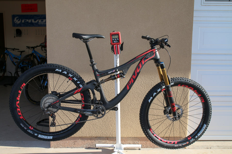 Pivot Switchblade w/ 27.5 plus tires