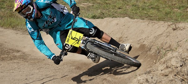 Mountain bike cornering foot placement